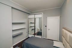 Garderob i lägenheten Royaltyfria Foton