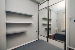 Garderob i lägenheten Royaltyfri Bild