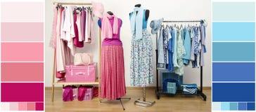 Garderob med blått- och rosa färgkläder, skor och tillbehör med färgprövkopior arkivbilder