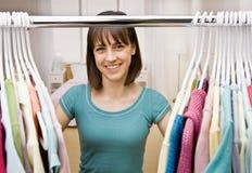 garderob som söker något tonåring att slitage Arkivbilder