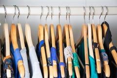 garderobe stock afbeeldingen