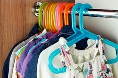 Garderoben med behandla som ett barn сlothes Royaltyfria Foton