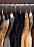 Garderobennahaufnahme-Vertikaleschuß Stockfotos