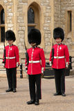 Gardes dans l'uniforme à Londres Image libre de droits