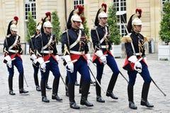 Gardes de Matignon d'hôtel d'honneur républicaines Photos stock