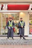 Gardes de sécurité devant le débouché de KFC, Changhaï, Chine Photos libres de droits
