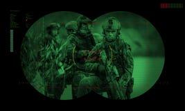 Gardes forestières pendant la mission de nuit/la délivrance otage d'opération throu de vue Photos stock