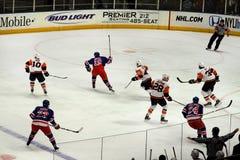 gardes forestiers d'insulaires de glace d'hockey de jeu X Photos stock