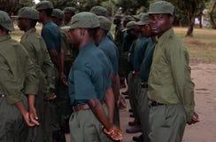 Gardes forestières pendant un foret en stationnement national de Gorongosa Images libres de droits