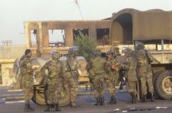 Gardes nationaux prenant la pause repas, 1992 émeutes, Los Angeles centrale du sud, la Californie Photos libres de droits
