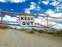 Gardez à l'extérieur Photographie stock libre de droits