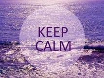 Gardez le calme Message inspiré sur le fond d'océan Détendez ou vacation concept photo stock