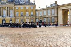 Gardez le changement d'Amalienborg à Copenhague en hiver Photographie stock