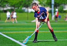 Gardien de but de filles de la jeunesse de Lacrosse photographie stock libre de droits