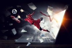 Gardien de but du football dans l'action Media mélangé images stock