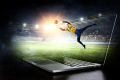 Gardien de but du football dans l'action Media mélangé photos libres de droits