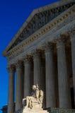 Gardien du bâtiment de court suprême des Etats-Unis de statue de loi Images libres de droits