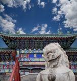 Gardien en pierre Lion Statue en parc de Beihai --  Pékin, Chine Photos stock