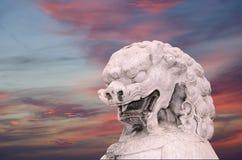 Gardien en pierre Lion Statue en parc de Beihai --Pékin, Chine Image stock