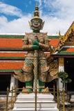 Gardien géant vert dans le temple de Wat Phra Kaew Photographie stock