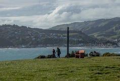 Gardien sur le promontoire au parc de Whitereia, Porirua, Nouvelle-Zélande images libres de droits