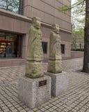 Gardiens confucéens de tombe sur la rue en dehors du musée de corneille de l'art asiatique à Dallas du centre, le Texas photographie stock libre de droits