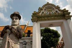 Gardiens en pierre géants dans le temple thaï. Image libre de droits