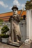 Gardiens en pierre géants dans le temple thaï. Photo libre de droits