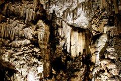 Gardinbildande i en grotta arkivfoton