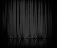 Gardinen eller förhängear svärtar teaterbakgrund Arkivbild