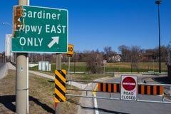 Gardiner Expressway Closed Signs royaltyfri fotografi