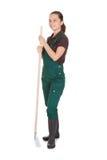 Gardner femelle avec des outils de jardinage Images stock