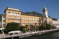 Gardone la Riviera sur le policier Italie de lac Photographie stock