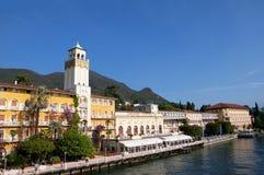 Gardone la Riviera sur le policier Italie de lac Photo stock