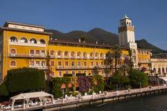 Gardone la Riviera sur le policier Italie de lac Photographie stock libre de droits