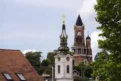 Gardos-Turm und orthodoxe Kirche in Zemun, Serbien lizenzfreie stockfotos