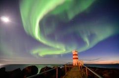 Gardur-Leuchtturm, aurora borealis, Mond, Island Lizenzfreies Stockbild