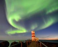 Gardur-Leuchtturm unter aurora borealis, Island Lizenzfreies Stockbild