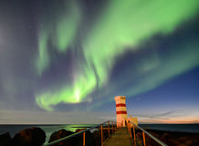 Gardur-Leuchtturm unter aurora borealis, Island Stockfotografie