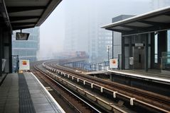 Gare de approche de train de chemin de fer léger Photographie stock