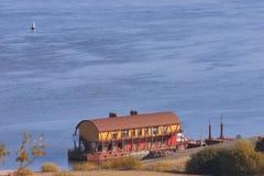 Gare de flottement de bateau sur le fleuve Image libre de droits