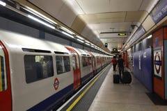 gare de Londres au fond Photo stock