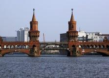 Gare de passerelle de Berlin OBERBAUM Image libre de droits