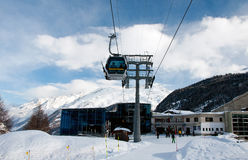Gare de ski de Furi dans la station de sports d'hiver de Zermatt Images stock