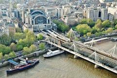 Gare en travers de Charing à Londres, Angleterre Photographie stock