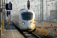 Gare entrante de train à Dresde, Allemagne Photos libres de droits