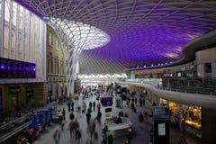 Gare ferroviaire de croix de King's à Londres Images stock