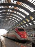 Gare ferroviaire de Milan Centrale Photographie stock libre de droits