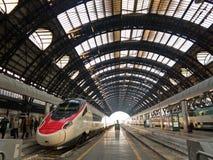 Gare ferroviaire de Milan Centrale Images stock