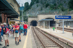 Gare ferroviaire de Monterosso, Cinque Terre, Italie Photographie stock libre de droits